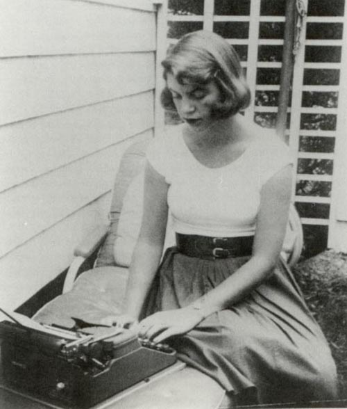 http://julielomoe.files.wordpress.com/2010/03/sylvia-plath.jpg