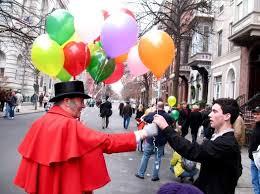 Victorian Stroll balloon man