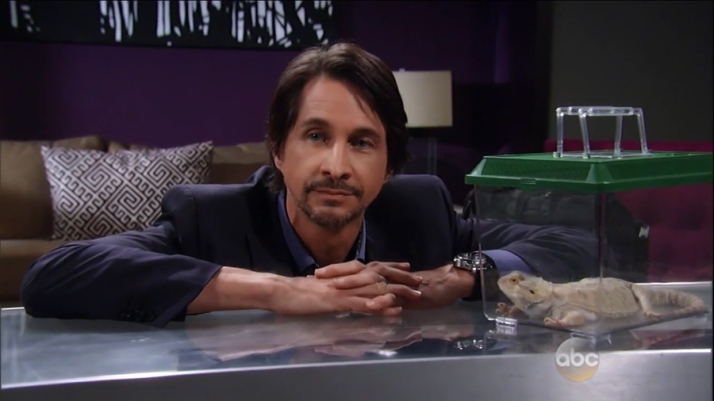 michael-easton-hamilton-finn-lizard